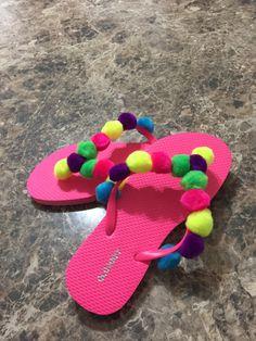 Bling Flip Flops, Flip Flop Shoes, Flip Flop Craft, Decorating Flip Flops, Boho Sandals, Jeweled Sandals, Tutu Outfits, Crafts To Make And Sell, Diy Projects For Teens