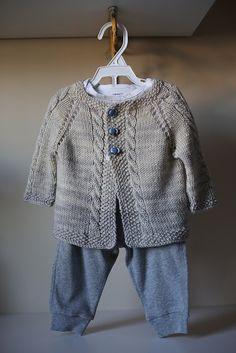 Ravelry: Vintage Cardigan pattern by Helen Rose - tejidos - Sweaters Baby Knitting Patterns, Baby Boy Knitting, Knitting For Kids, Baby Patterns, Baby Knits, Free Knitting, Knitting Ideas, Cardigan Bebe, Cardigan Pattern