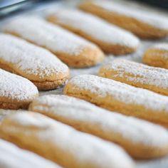 Savoiardi fatti in casa: la ricetta per un biscotto da Re Biscotti, Bread, Food, Breads, Bakeries, Meals, Biscuits