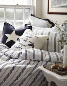 This bedding would look great in a seaside holiday house. Looks fresh, elegants and very New England Style. New England Style, New England Homes, New England Decor, Coastal Style, Coastal Decor, Seaside Style, Nautical Home, Nautical Prints, Nautical Stripes