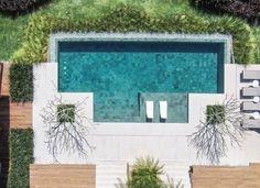 The best opportunity to discover the history of the Kriado-Pais paisagista alex hanazaki com . Backyard Pool Landscaping, Backyard Pool Designs, Small Backyard Pools, Small Pools, Swimming Pools Backyard, Swimming Pool Designs, Outdoor Pool, Small Pool Design, Swiming Pool