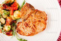 Medemblik – Vandaag op het menu weer eens een lekker simpel gerecht.Courgette met gebakken karbonaadjes met piepertjes. Gewoon heerlijk om te eten en als je er toch nog wat pit aan wil geven,…