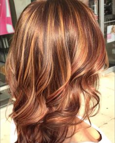 Everyday Elegance - 40 Fresh Trendy Ideas for Copper Hair Color - The Trending Hairstyle Brown Hair With Blonde Highlights, Hair Color Highlights, Caramel Highlights, Medium Hair Styles, Curly Hair Styles, Hair Color Auburn, Auburn Hair, Copper Hair, Hair Color And Cut