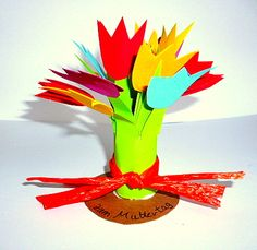 Tulpen- und Blumenstrauss aus Tonpapier - Muttertag-basteln - Meine Enkel und ich - Made with schwedesign.de