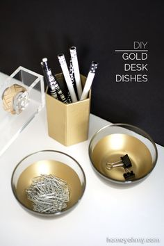 DIY Gold desk Accessories - cover the inside with gold spray paint Do It Yourself Organization, Desk Organization Diy, Diy Desk, Office Storage, Organizing Ideas, Do It Yourself Furniture, Do It Yourself Home, Gold Diy, Diy Home Supplies