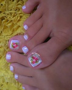 Image may contain: one or more people and closeup Pretty Toe Nails, Cute Toe Nails, My Nails, Creative Nail Designs, Toe Nail Designs, Creative Nails, Toe Nail Color, Toe Nail Art, Nail Colors