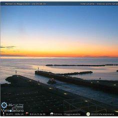#buongiono #bellaria #bellariaigeamarina #alba #sunrise #riviera #rimini #romagna #spiaggia #beach #mare #sole #sun #picoftheday #picture #tagsforlikesapp #tagsforlikes #tagsforfollow #likesforfollow #likesforlikes by meteobellaria