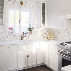 """The prettiest kitchen I have seen on insta!!! @ifalc  #followfriday#ff"""