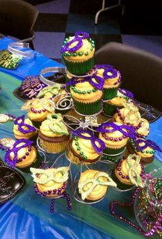 Use Mardi Gras beads to punch up your cupcake decorating! Mardi Gras Food, Mardi Gras Beads, Mardi Gras Party, Sweet 16 Parties, Holiday Parties, Mardi Gras Decorations, Cupcake Decorations, Masquerade Party, Baby Shower