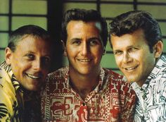 John Stewart (center here in photo), one of the Kingston Trio from 1961-67, singer/prolific songwriter was born today 9-5 in 1939.  John penned such well known songs as The Monkees 'Daydream Believer', his own hit in 'Gold' in '79 and 'Runaway Train' a hit for Roseanne Cash in '88 - John was a brilliant artist who passed from a stroke in 2008.