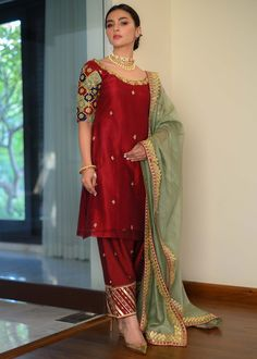 Party Wear Indian Dresses, Pakistani Fashion Party Wear, Pakistani Dresses, Stylish Dress Designs, Designs For Dresses, Stylish Dresses, Punjabi Suits Designer Boutique, Iranian Women Fashion, Embroidery Suits Design