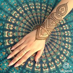 The extended henna wrist design! Wedding Mehndi Designs, Henna Designs Easy, Beautiful Henna Designs, Mehndi Art Designs, Henna Tattoo Designs, Mehndi Designs For Hands, Henna Designs Wrist, Tribal Henna Designs, Henna Designs Drawing