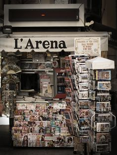 Newspaper/magazine stands
