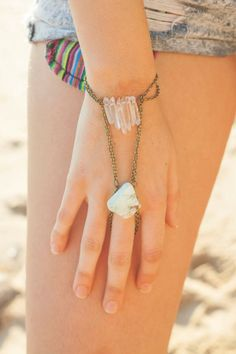 Clear Quartz and Chrysoprase hand chain slave by lalarocque Hand Wrist, Hand Chain, Clear Quartz, Chains, Jewels, Unique Jewelry, Handmade Gifts, Accessories, Vintage