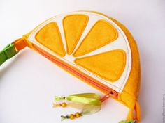 "Купить Сумочка ""Апельсин"" - оранжевый, апельсин, сумочка апельсин, сумочка ручной работы, сумочка для девочки Leather Bag Pattern, Plushie Patterns, Smocking Patterns, Unique Purses, Felt Applique, Felt Diy, Kids Bags, Zipper Bags, Small Gifts"