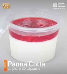 PANNA COTTA CU PIURE DE CAPSUNI Panna Cotta, Ethnic Recipes, Desserts, Food, Italia, Tailgate Desserts, Dulce De Leche, Deserts, Eten