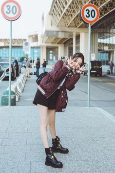 Our goal is to keep old friends, ex-classmates, neighbors and colleagues in touch. Korea Fashion, Girl Fashion, Womens Fashion, Cute Girls, Cool Girl, What To Wear Tomorrow, Girl Celebrities, Chinese Actress, Beautiful Asian Women