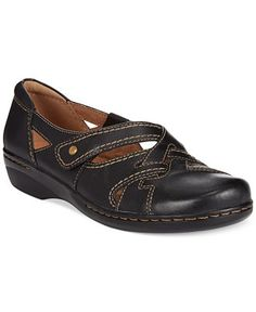 "Clarks ""Evianna Peal"" flats in black leather"