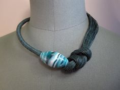 Necklace green nature linen thread knots murano glass by espurna88, €26.00