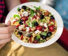 Řecký těstovinový salát | Recepty Albert Fruit Salad, Salads, Food And Drink, Vegetarian, Chicken, Cooking, Kitchen, Diet, Fruit Salads