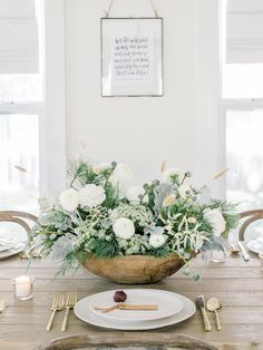 Proof That Simplicity Reigns Queen in This Holiday Home Tour Beautiful Interiors, Beautiful Homes, Paint Themes, Christmas Home, Christmas Decor, Holiday Decorations, Christmas Ideas, Wedding Decorations, Simple House