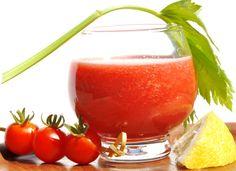 Jus de tomates 2 tomates bien mûres 2 brins de persil 3 branches de céleri 1/2 jus de citron Sel, poivre du moulin Tabasco (facultatif) Smoothie Legume, Detox Your Colon, Juicy Juice, Cooking Recipes, Healthy Recipes, Tomato Juice, Detox Soup, Healthy Eating, Nutrition