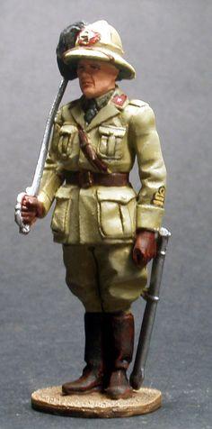 WW 030 ITALIAN BERSAGLIERE OFFICER AFRICA 1940