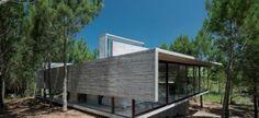 Een droomhuis in het bos: kijk je ogen uit in dit minimalistische, strakke en simplistische huis in Argentinië! Iets voor jou of toch te strak?