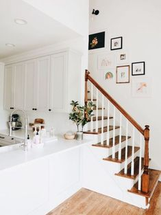 Stairway Gallery Wall - Awesome Stairways Ideas for your Home Style At Home, Stairway Gallery Wall, Stairway Photos, Staircase Pictures, Stair Gallery, Art Gallery, Design Case, Home Interior, Interior Livingroom