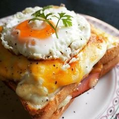 Egg and ham sandwich Cooking Bread, Easy Cooking, Cooking Recipes, Breakfast Time, Breakfast Recipes, Cute Food, Yummy Food, Tasty Bread Recipe, Healthy Comfort Food