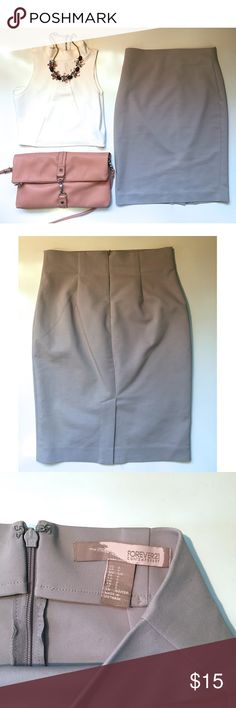 P E N C I L   S K I R T Lavender - pencil skirt. ✏️ knee length with zipper on back - gently worn - 50% cotton - 47% polyester- 3% spandex ✏️ Forever 21 Skirts Pencil