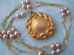 Antique Locket With Pearl Chain Antique Locket, Vintage Lockets, Pearl Chain, Pearl Necklace, Fancy, Pearls, Antiques, Unique Jewelry, Handmade Gifts