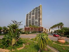 Stay @ Spinnaker 215 - Stay @ Spinnaker 215 is set in a dominant position along Ushaka Island Marine Park. Located on the floor it offers unrivalled panoramic views of Africa's busiest port.Stay @ Spinnaker 215 is tastefully . High Rise Apartments, Great Warriors, Kwazulu Natal, Open Plan Living, Beautiful Bedrooms, Bed And Breakfast, Weekend Getaways, Skyscraper, Tourism