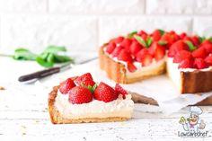 Deze koolhydraatarme aardbeienvlaai met banketbakkersroom is onweerstaanbaar lekker. Een puntje met een kopje koffie of thee is ultiem genieten! #taart #glutenvrij #koolhydraatarm Low Carb Keto, Low Carb Recipes, Diet Recipes, Keto Sweet Snacks, Cooking Tips, Cooking Recipes, Cheesecake, Strawberry, Sweets