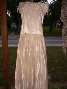 Ivory wedding dress size 7 $75.00    look more in our site  http://fashioncentris.com