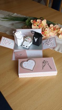 Explosionsbox Hochzeit, Stampin up Paper Gift Box, Diy Gift Box, Diy Box, Wedding Boxes, Wedding Cards, Wedding Gifts, Scrapbook Box, Scrapbooking, Card In A Box