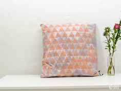 Kissen serenity und rose quartz, Ikat Muster mit rosa Dreiecks Druck,