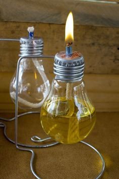 Live creatively: You can easily make these 4 cool DIY furniture yourself! So you can build DIY furniture yourself!DIY: This sweet autumn wreath with small toadstools can be .DIY: You can easily Light Bulb Art, Light Bulb Crafts, Lamp Light, Recycled Light Bulbs, Diy Luz, Old Lights, Creation Deco, Oil Lamps, Bottle Crafts