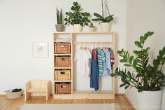 Eltern vom Mars: Unser Montessori Zuhause heute - Jakobs Zimmer mit 11 Monaten The Effective Pictures We Offer You About Baby Supplies for grandmas house A qua Montessori Toddler Bedroom, Deco Kids, Parents Room, Baby Room Diy, Nursery Neutral, Baby Decor, New Room, Learning Games, Kids Learning