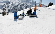 Auf Luftkissen geht es bergab. Snow, Outdoor, Ice Climbing, Winter Vacations, Adventure, Outdoors, Outdoor Games, Outdoor Life, Human Eye