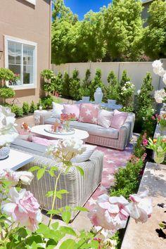 Creative Outdoor Rooms Ideas To Upgrade Your Outdoor Space 25 Best Outdoor Furniture, Garden Furniture, Rustic Furniture, Antique Furniture, Modern Furniture, Furniture Design, Furniture Logo, Furniture Storage, Furniture Companies