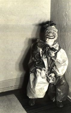 Proof that clowns have ALWAYS been scary. | 21 Vintage Halloween Costumes That Will Make Your Skin Crawl