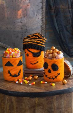 You would love making these Halloween Cup Cozy, Mug Cozy, Jar Cozy, Bottle Cozy. Check out these Free Crochet Patterns consisting many Halloween characters. Bag Crochet, Crochet Cozy, Crochet Gratis, Crochet Fall, Holiday Crochet, Free Crochet, Crochet Hooks, Crochet Pour Halloween, Halloween Crochet Patterns