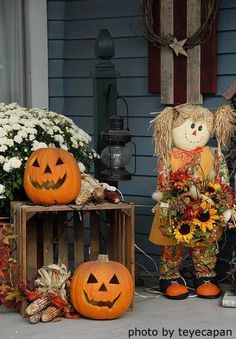 Lots of ideas for decorating your porch for Halloween