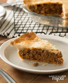 Tourtiere is a French Canadian classic that's traditionally served on Christmas Eve. A perfectly seasoned mix of ground beef and pork fills a flakey pastry crust for an irresistible main-dish pie. Best Hamburger Recipes, Beef Recipes, Beef Pies, Beef Meals, La Tourtiere, Canadian Food, Canadian Recipes, What To Cook, Healthy Slow Cooker