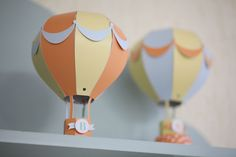 Festa do Balão Paper Art, Paper Crafts, Balloon Crafts, Craft Images, Balloon Centerpieces, Spring Party, Baby Shower Balloons, Paper Toys, Hot Air Balloon