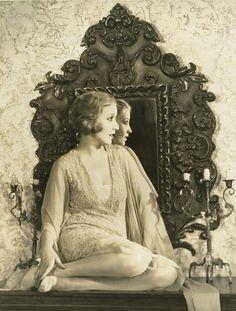 art, bessie love, vintage hollywood, golden age of hollywood, hollywoo Hollywood Glamour, Golden Age Of Hollywood, Vintage Hollywood, Classic Hollywood, Hollywood Style, Hollywood Actresses, 1920s Photos, Vintage Photographs, Vintage Photos