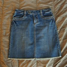 Old Navy Denim Skirt In great condition, like new, knee-length. Ask any questions or make an offer! Please check out the rest of my closet to bundle and save! Old navy Skirts Midi