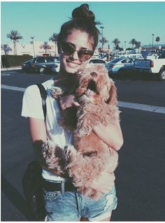 shades pup and palm trees Taylor Hill Style, Taylor Marie Hill, Taylor Hill Instagram, Maria Hill, Models Off Duty, The Most Beautiful Girl, Sweater Weather, Queens, Fur Coat