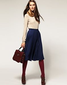 Styling 60 best midi skirts: how to combine your winter .- 60 besten Midiröcke stylen : So kombinierst du deinen winter Midirock – Styling 60 Best Midi Skirts: How To Combine Your Winter Midi Skirt – - Fashion Mode, Work Fashion, Modest Fashion, Womens Fashion, Midi Skirts, Pleated Midi Skirt, Dress Skirt, Navy Skirt Outfit, Sweater Skirt Outfit